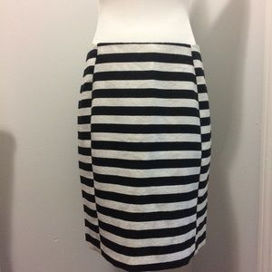 Ann TaylorWomen's skirt SZ 8P Striped Black/white